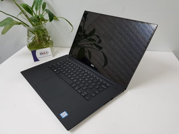 Dell XPS 15 9560-1