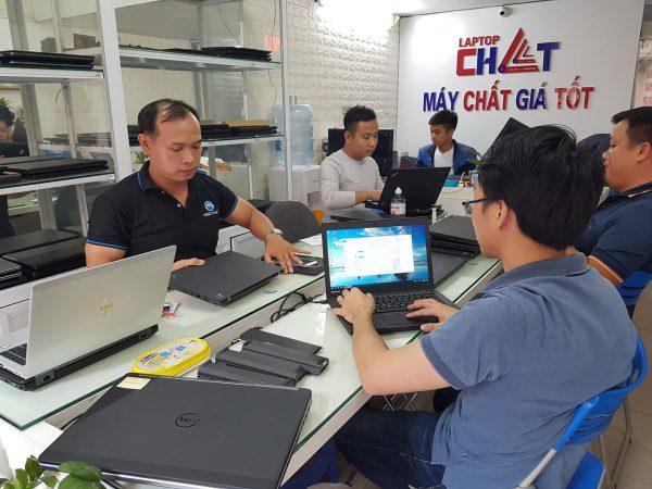 Laptop-Chat-1