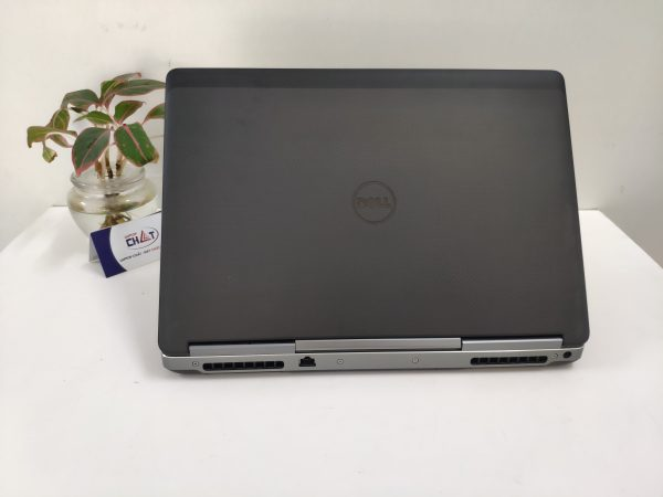 Dell Precision 7520 xeon-3