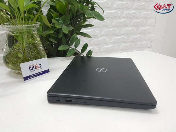 Dell Latitude E5480 core i7, VGA-2